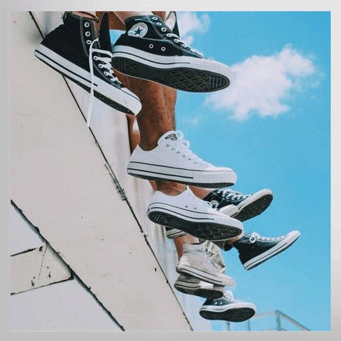 Có nên mua giày đôi với người thương hay không?