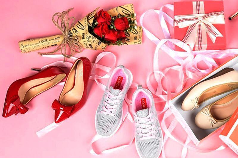 Tặng giày thể hiện tình cảm chân quý dành cho những người yêu thương