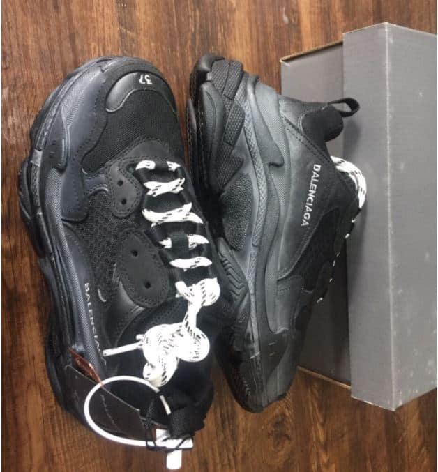 Balenciaga luôn mang lại các chi tiết đột phá trên giày
