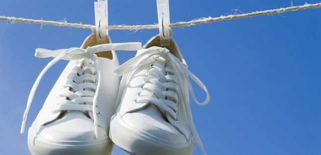 Cách làm sạch đế giày trắng hiệu quả