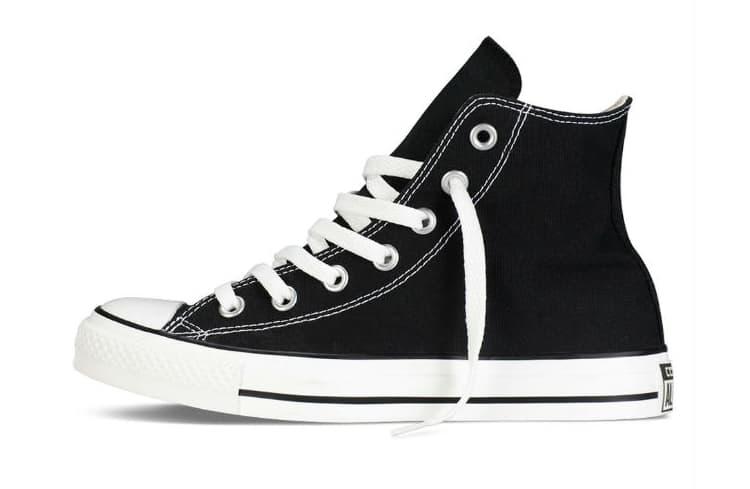 Converse Chuck Taylor dòng Classic là giày sản phẩm được ưa chuộng thứ 3 hiện nay