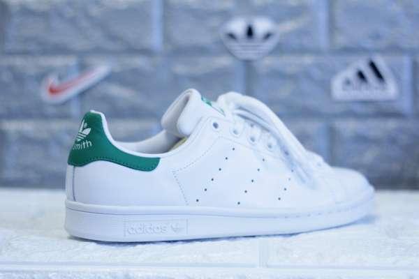 Không thể thiếu sản phẩm của Adidas trong tủ giày