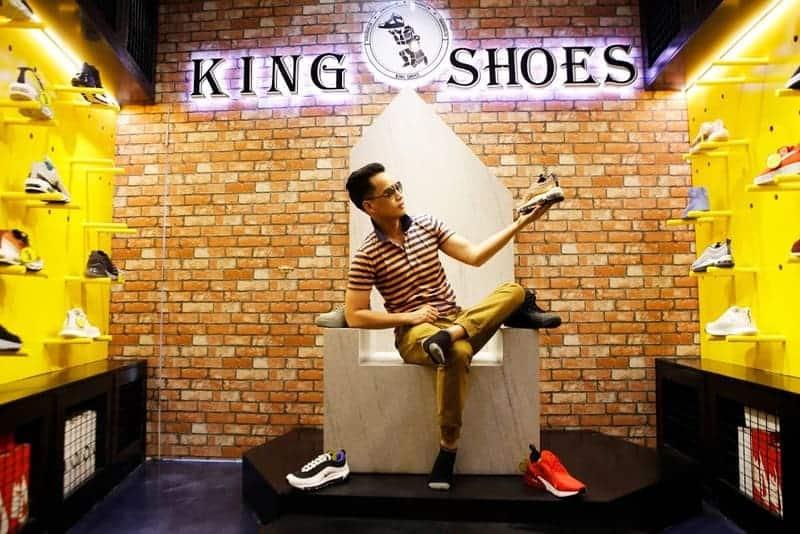 King shoes là shop bán giày sneaker uy tín được nhiều khách hàng ghé qua