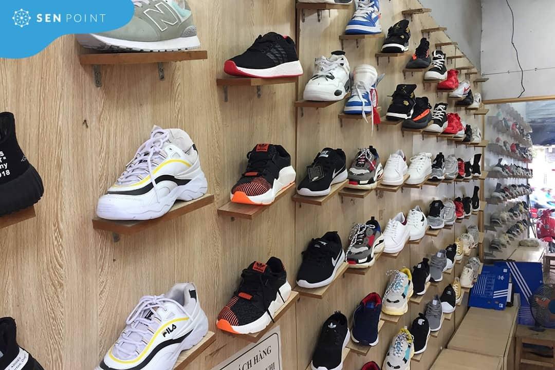 Giá bán sneaker tại shop giày thể thao nữ Hà Nội phải chăng