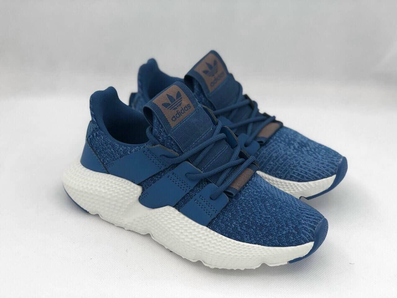 Các thiết kế giày nam nổi bật sự năng động và trẻ trung