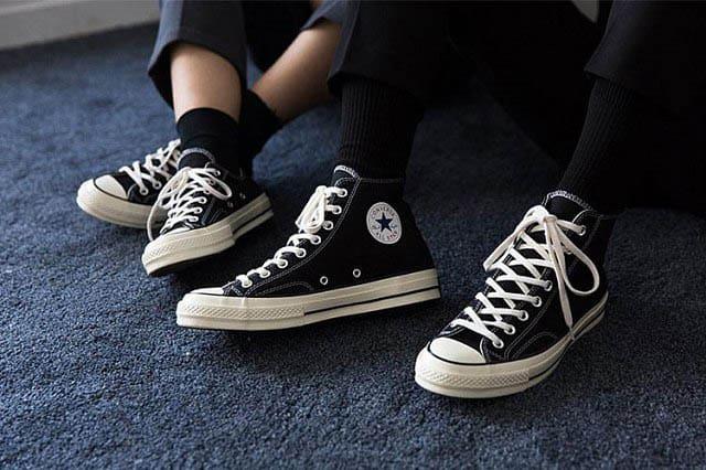Mẫu giày Converse Chuck Taylor All Star được các bạn học sinh ưa chuộng đặc biệt là các bạn nam