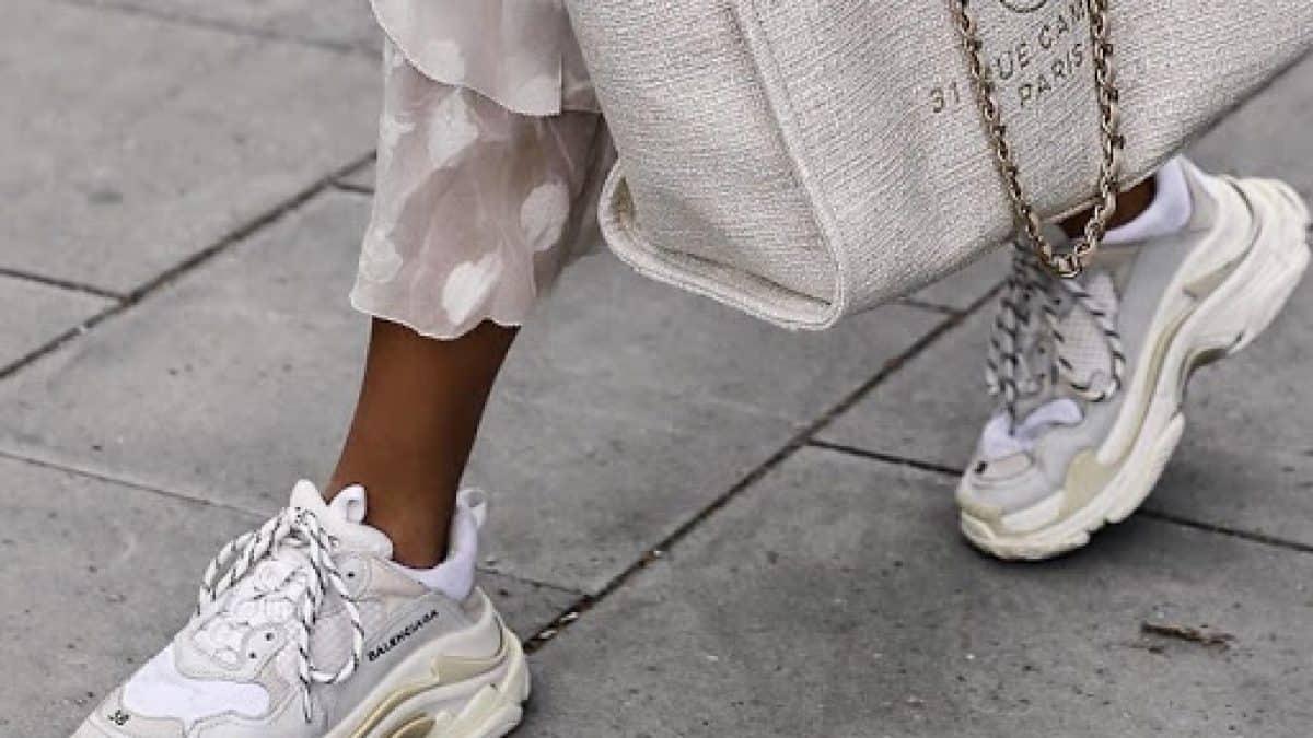 Sneaker là vị cứu tinh cho chân dài