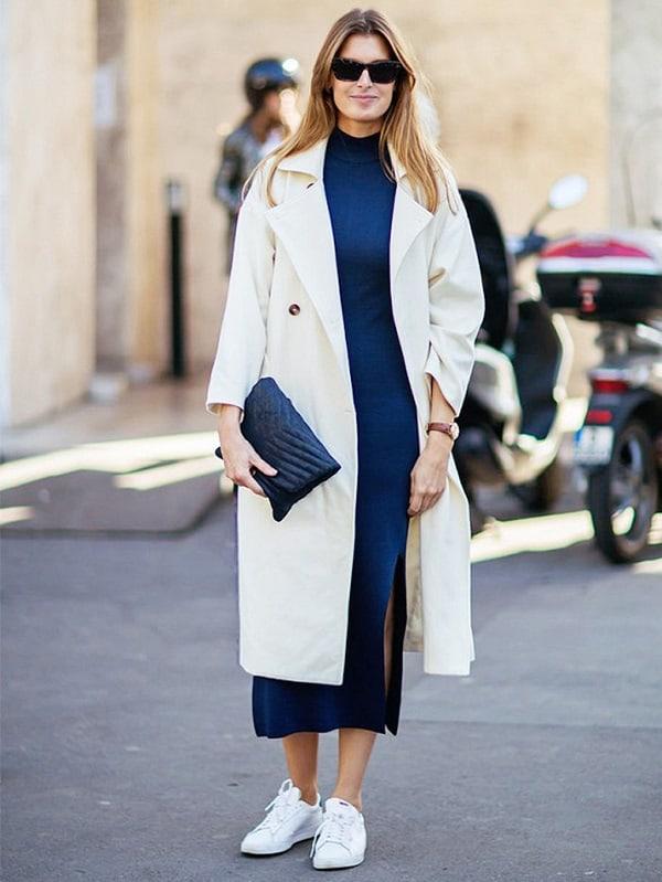 Đừng bỏ qua việc kết hợp váy suông, áo khoác denim và giày thể thao để tạo hình ảnh năng động ngày Tết