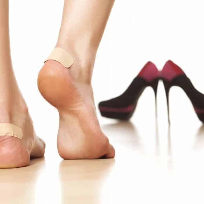 Miếng dán urgo giúp giày chân hơn và chân đỡ bị tổn thương