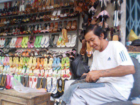 Tiệm sửa giày có thế giúp bạn có đôi giày vừa vặn nhất