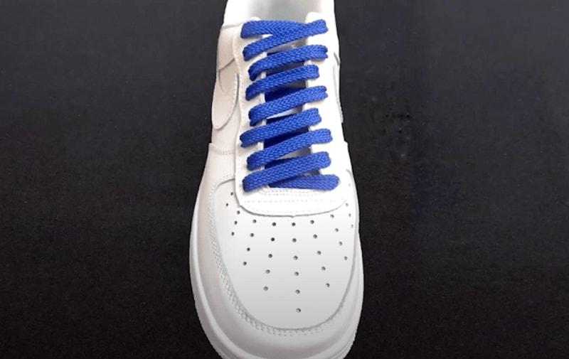 Cách thắt dây giày Nike kiểu 1 dây mang tới phong cách nhẹ nhàng, đơn giản