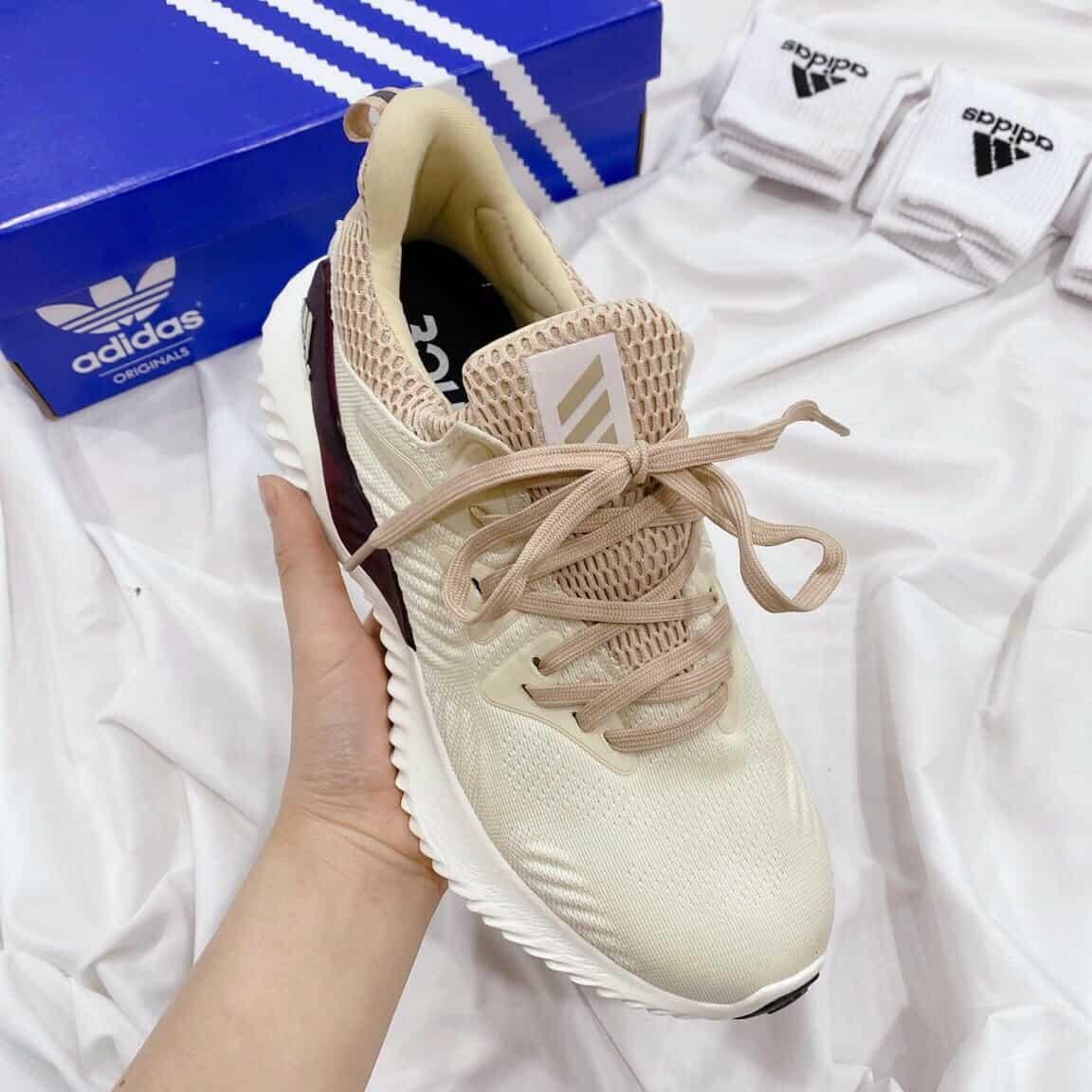 Đặc điểm của dòng giày Adidas nữ