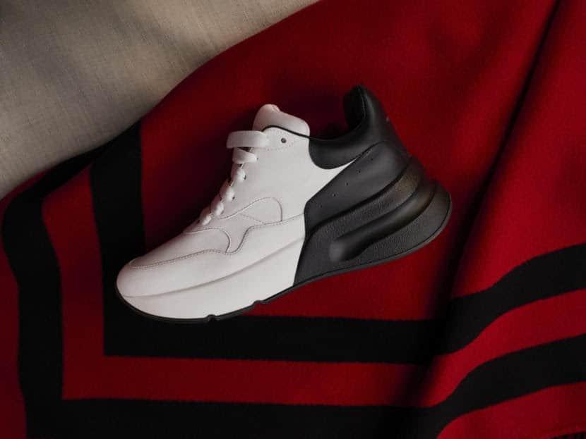 Nên lựa chọn địa chỉ cung cấp uy tín để mua giày Alexander McQueen rep 1:1