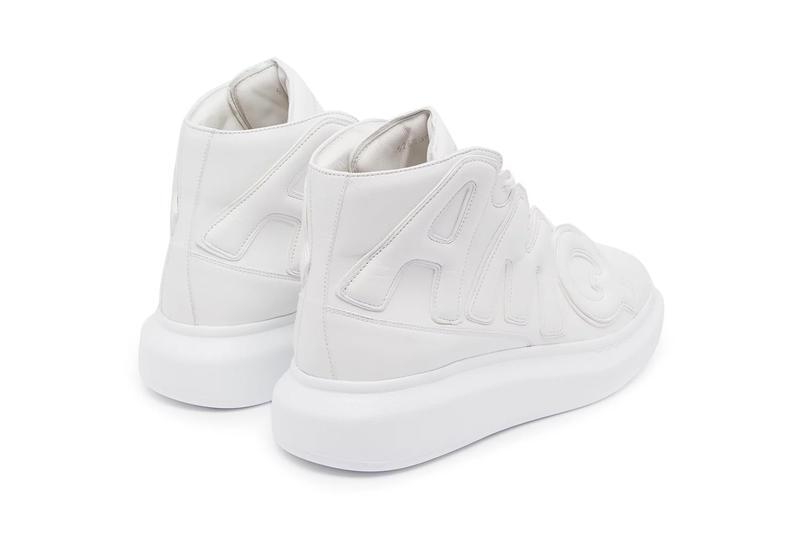 Mẫu giày High Top Oversized là phiên bản ấn tượng và độc đáo nhất trong bộ sưu tập