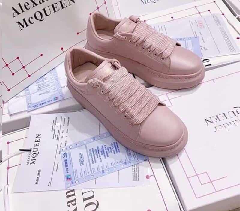 Đôi giày màu Hồng làm nức lòng chị em mê Sneaker toàn thế giới