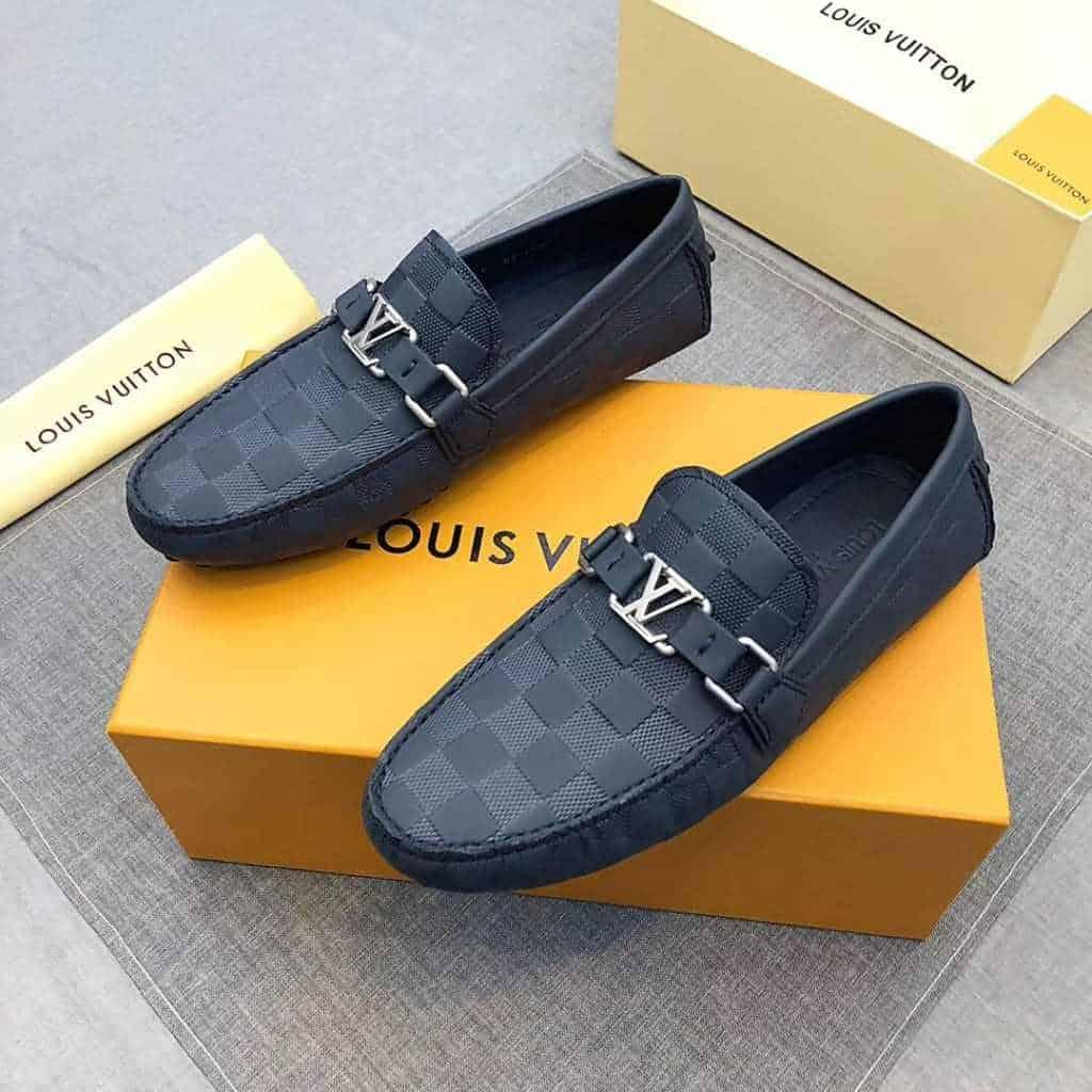 Mỗi mẫu giày của thương hiệu thời trang xa xỉ Louis Vuitton đều có mức giá bán khủng