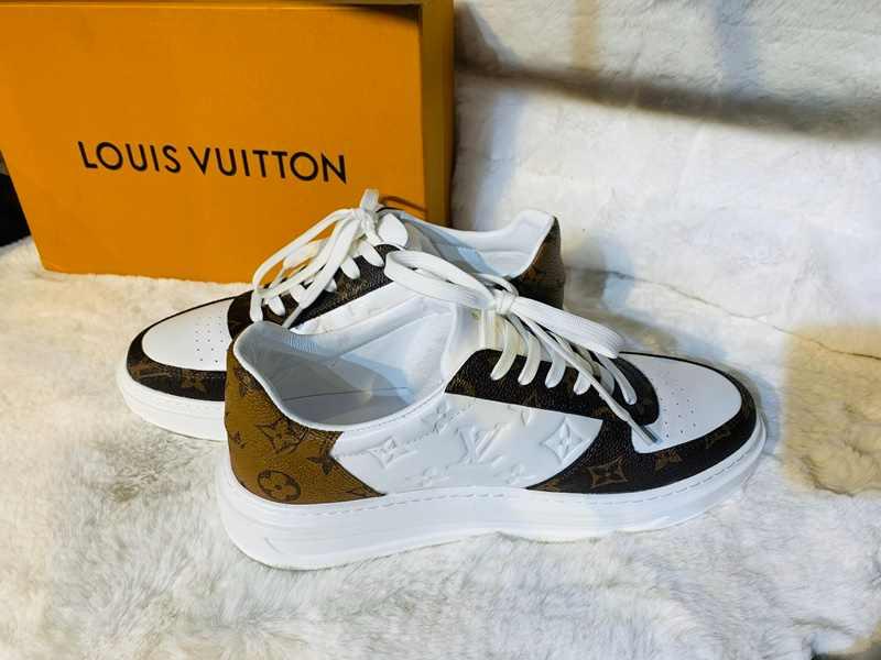 Bạn có thể dễ dàng đo cỡ chân và quy đổi size giày Louis Vuitton chuẩn xác với 5 bước đơn giản