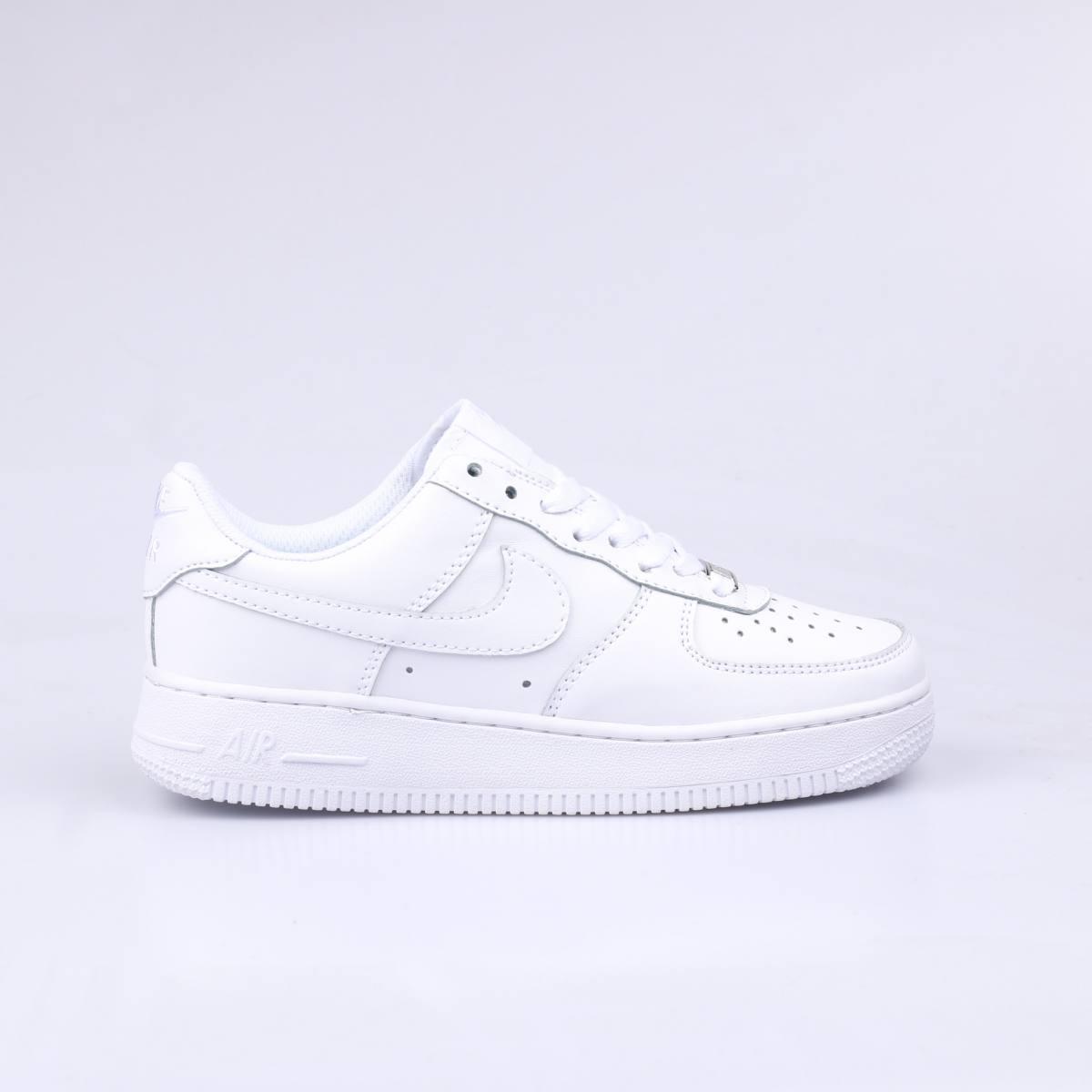 Kiểu giày Nike Air force one màu trắng thanh lịch