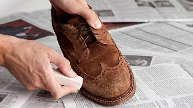 Cải thiện giày da lộn bằng dung dịch