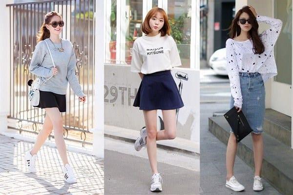 Kết hợp giày trắng với áo phông và chân váy ngắn sẽ giúp bạn gái thêm năng động hơn