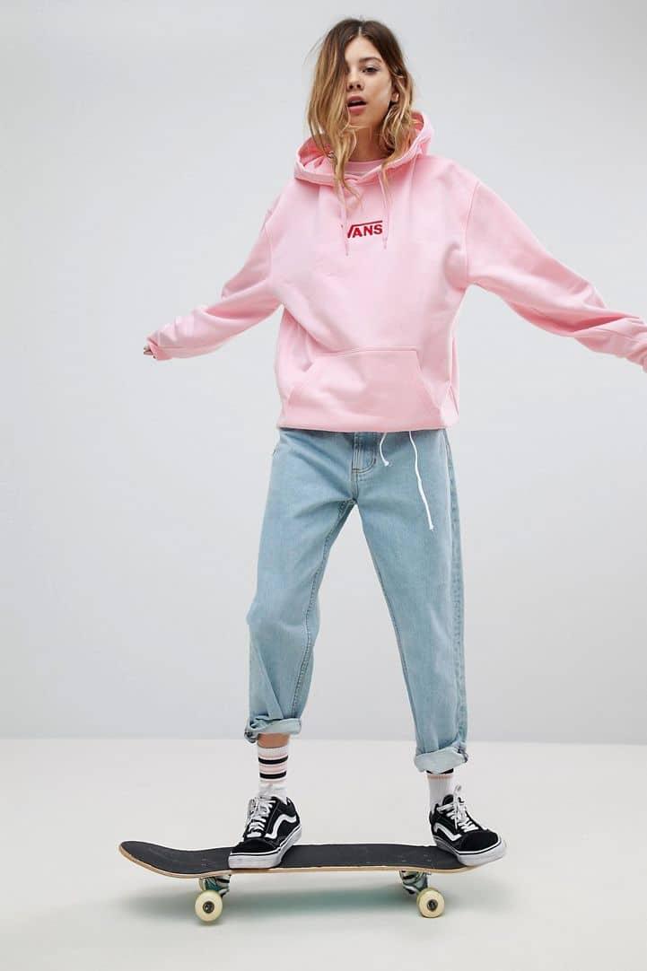 Áo hoodie cùng giày Vans là bộ đôi sinh ra dành cho nhau