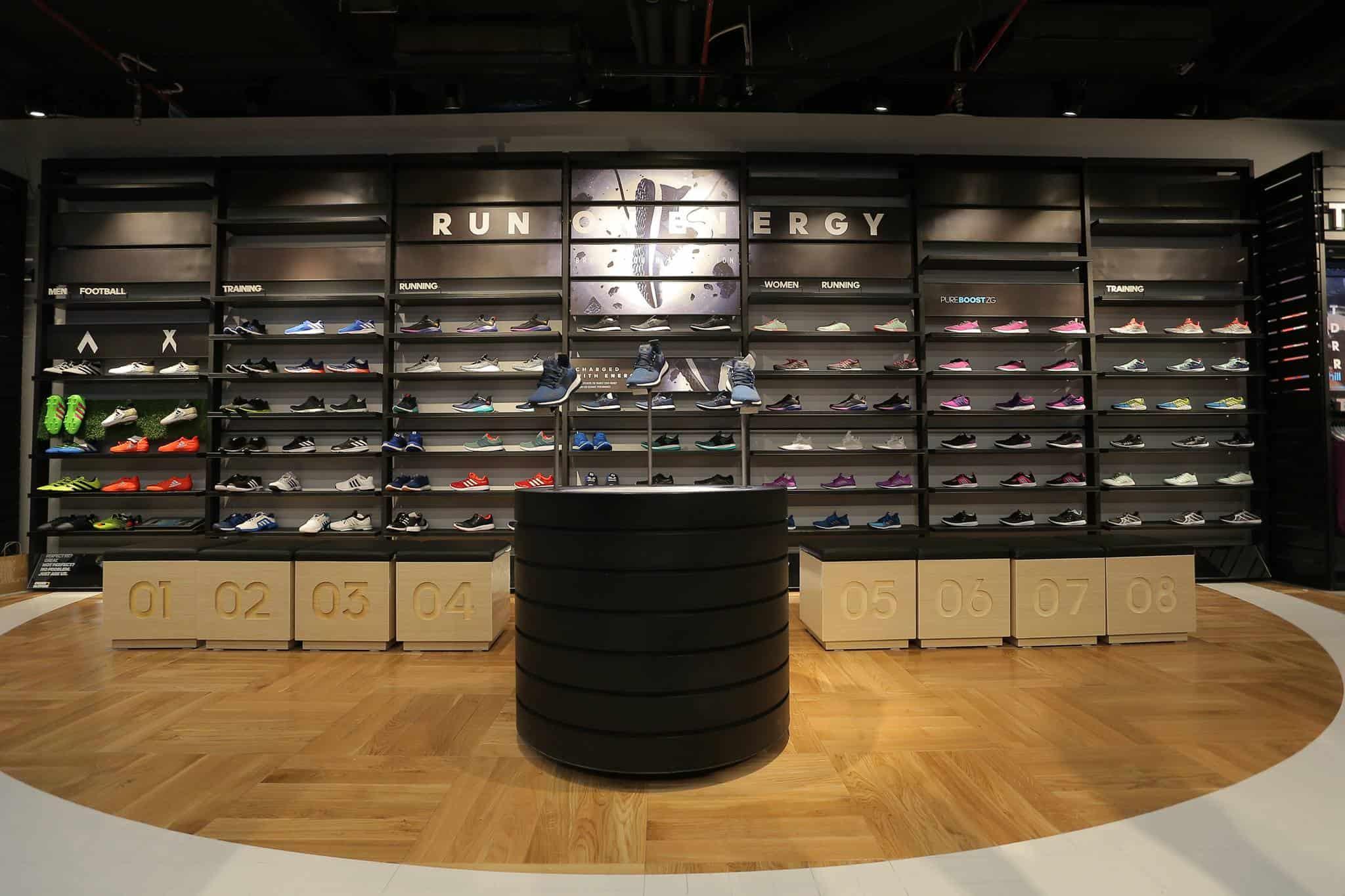 Adidas SPC có không gian đẹp và ấn tượng