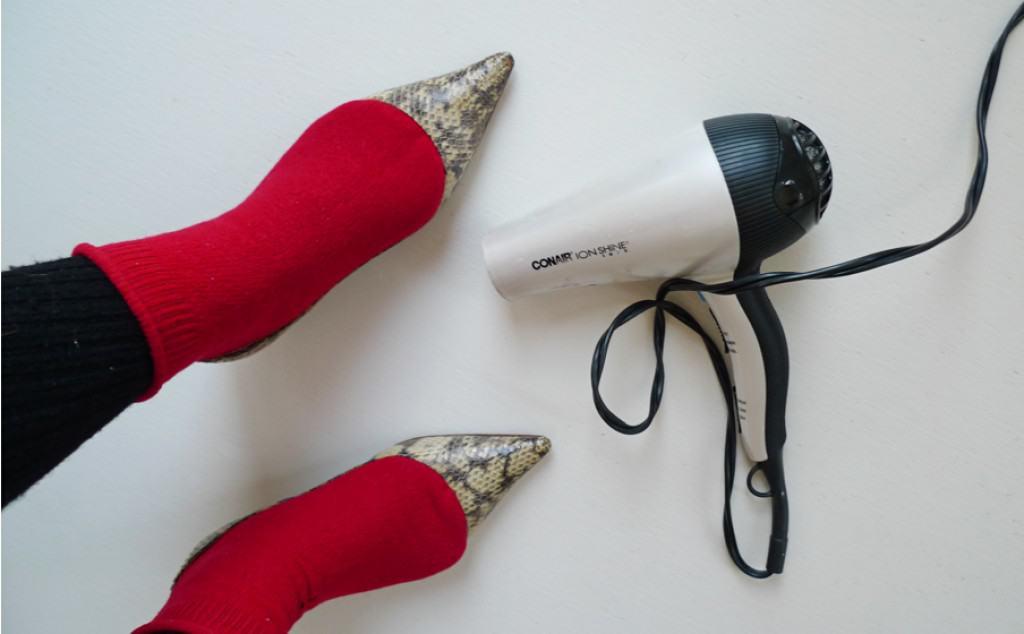 Máy sấy giúp làm rộng giày cao gót