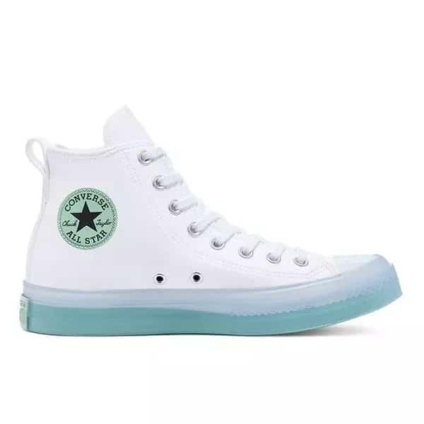 Converse Chuck Taylor All Stars là mẫu giày thể thao nữ độn đế đơn giản nhưng cực quyến rũ